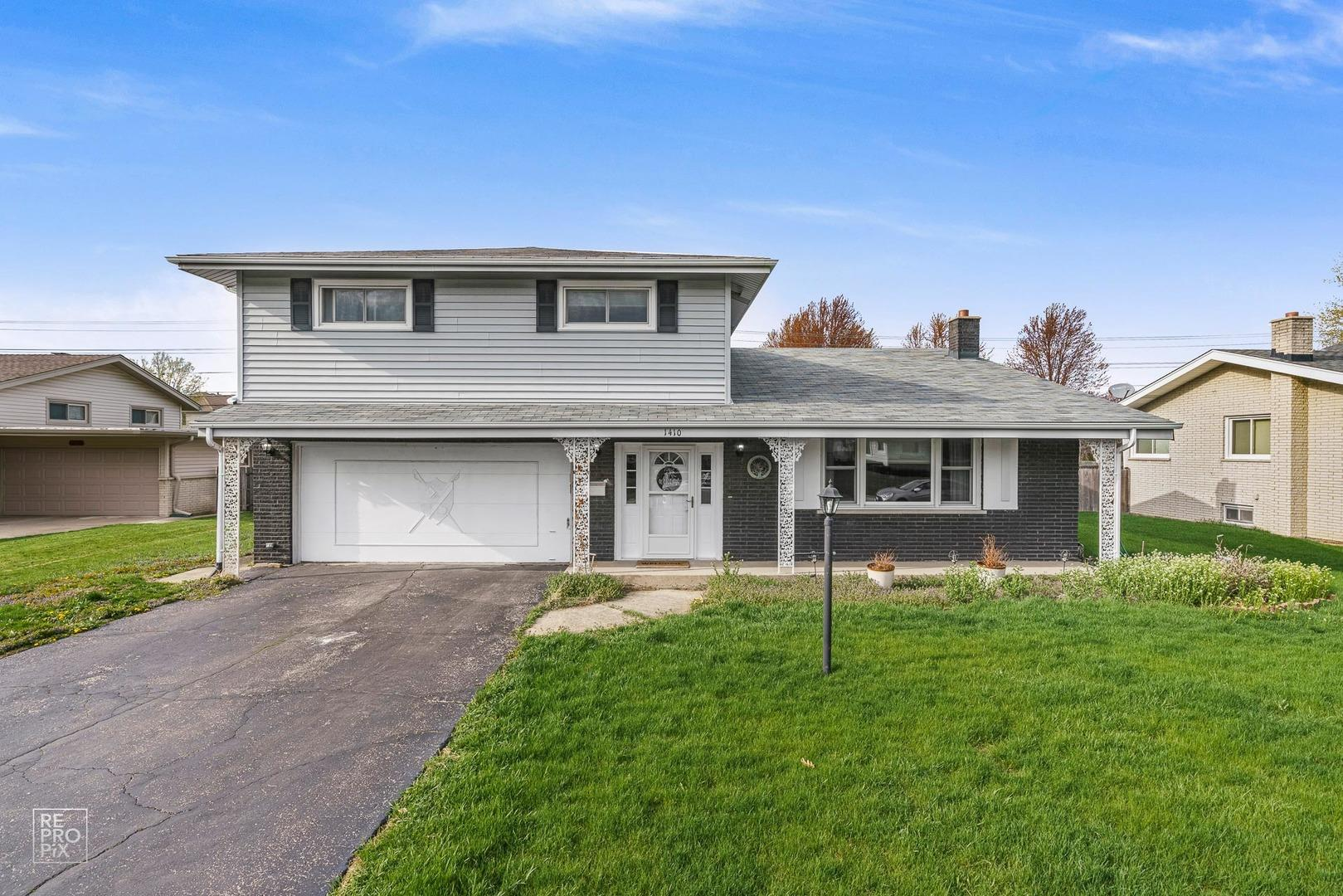 1410 E Barberry Lane, Mount Prospect, IL 60056 - #: 11049808