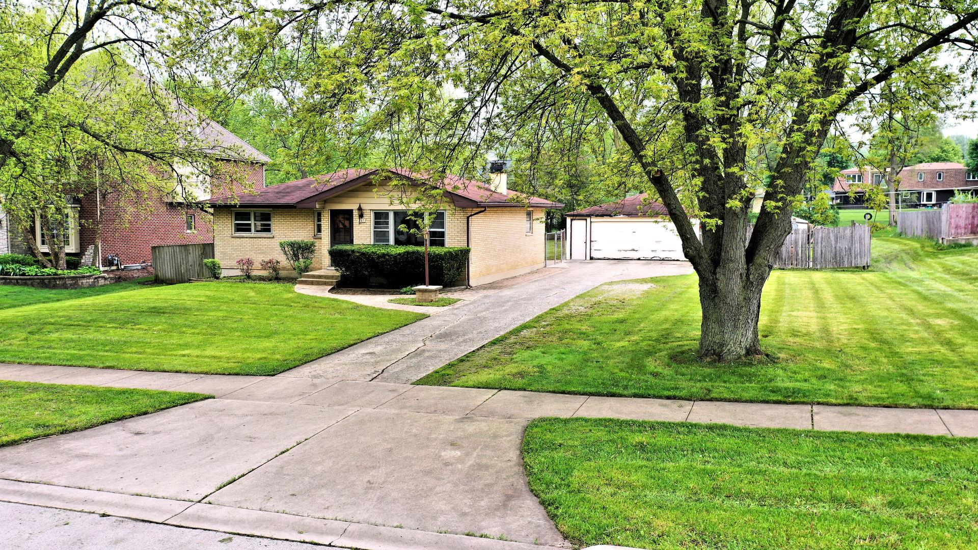 23W737 Maple Avenue, Roselle, IL 60172 - #: 10723811