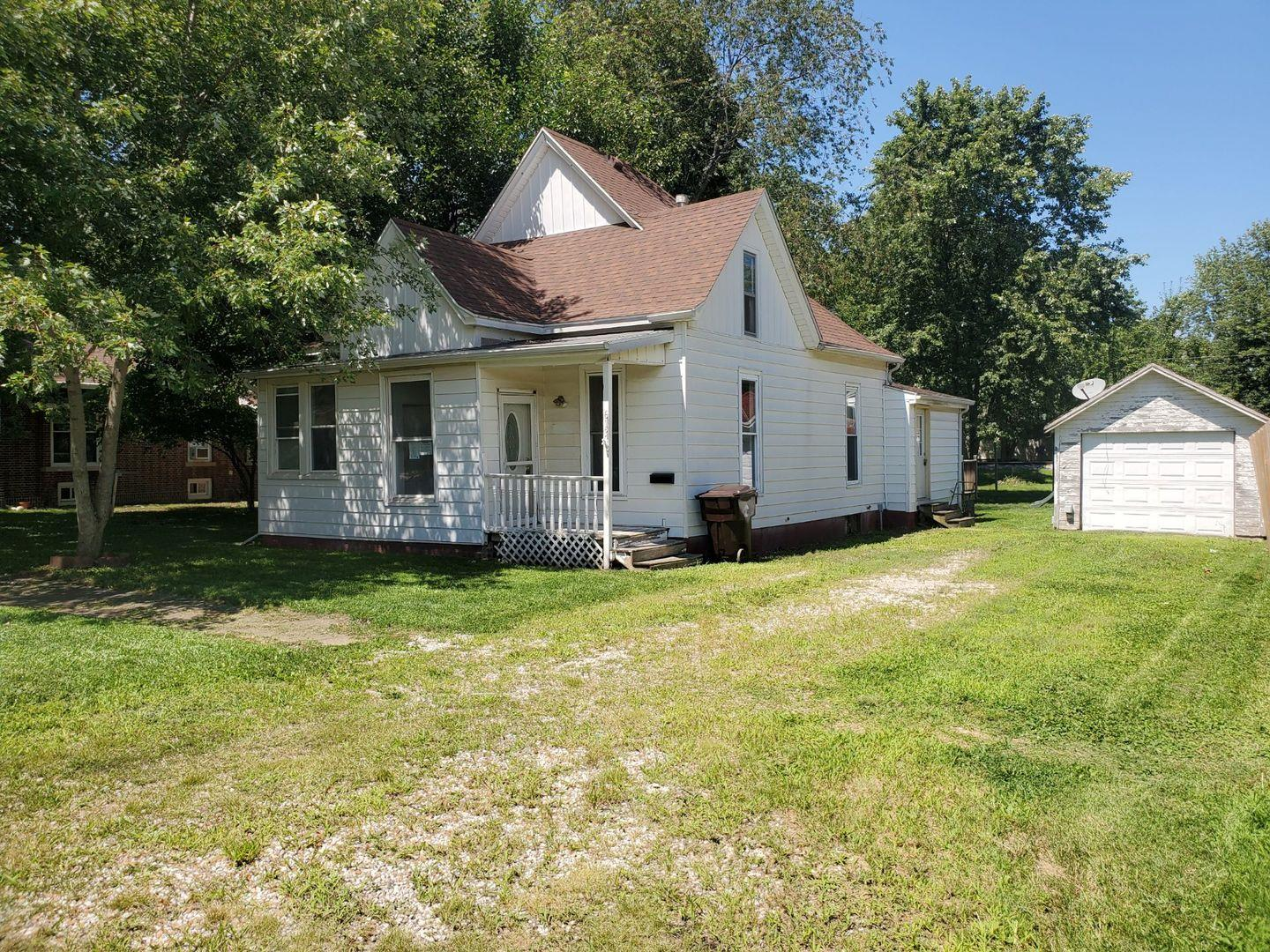 613 W Washington Street, Clinton, IL 61727 - #: 10822812