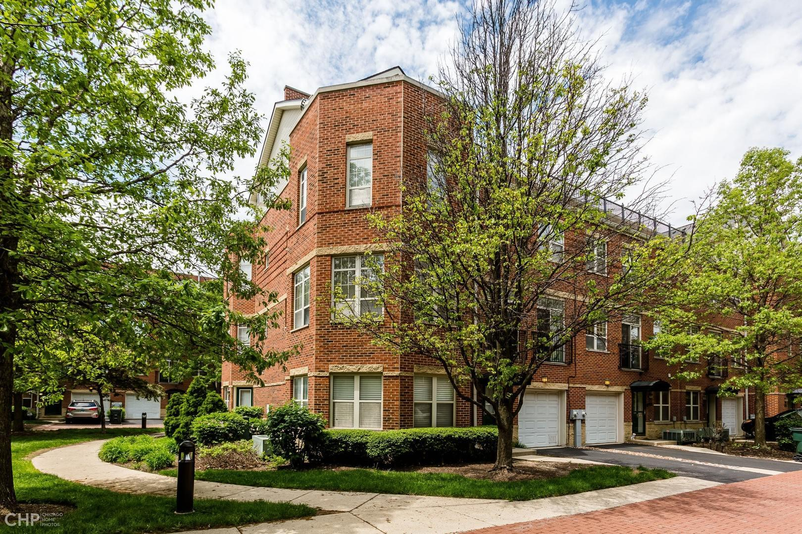 3254 N Bay Court #24, Chicago, IL 60618 - #: 10728829