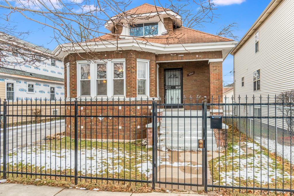 9950 S Parnell Avenue, Chicago, IL 60628 - #: 10968882