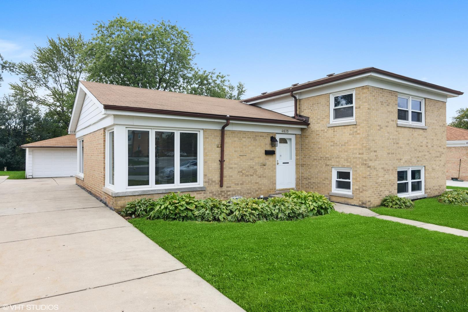 4635 W Lake Avenue, Glenview, IL 60025 - #: 10929883