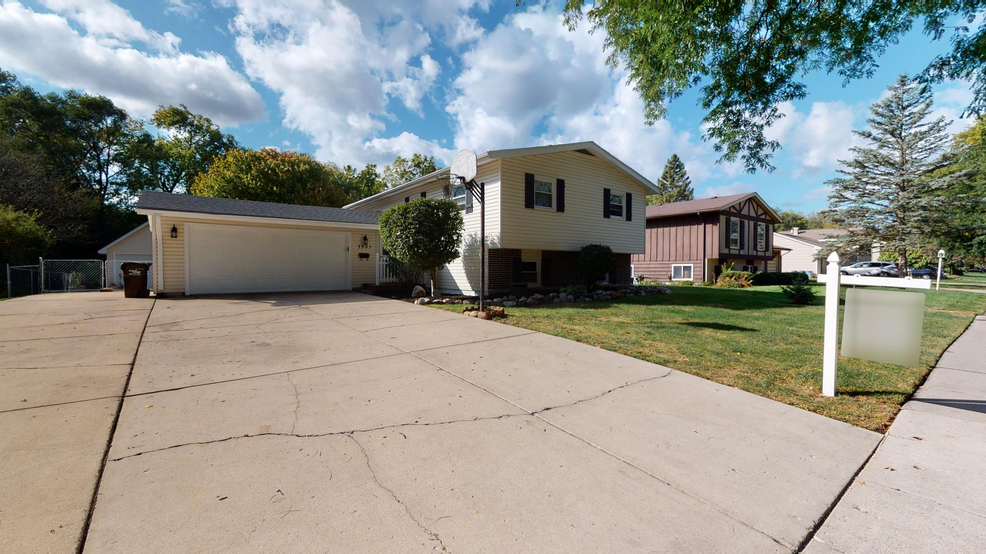 3907 GRAND Avenue, McHenry, IL 60050 - #: 10890909