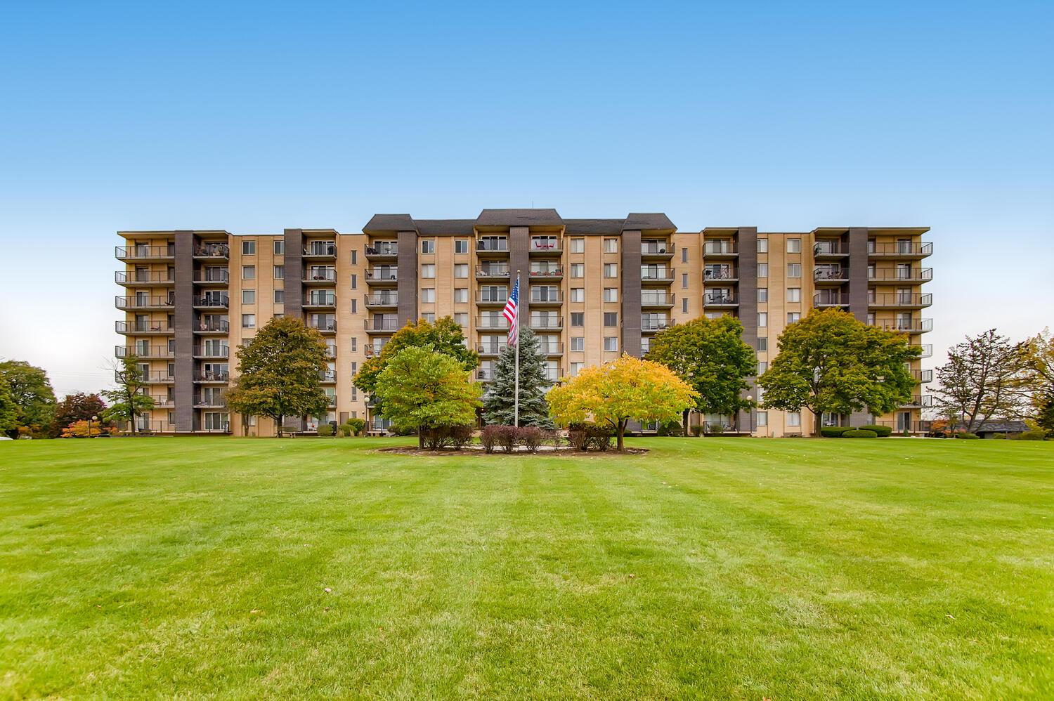 5400 WALNUT Avenue #303, Downers Grove, IL 60515 - #: 10915923
