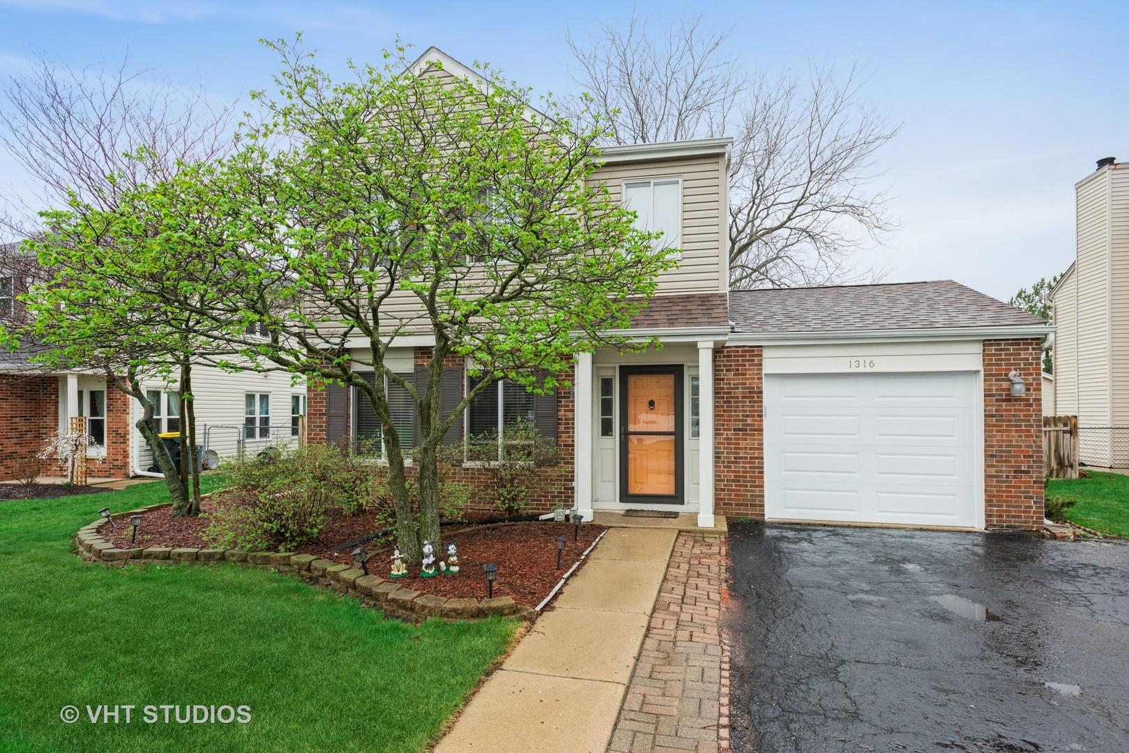 1316 Spring Valley Drive, Carol Stream, IL 60188 - #: 11014931