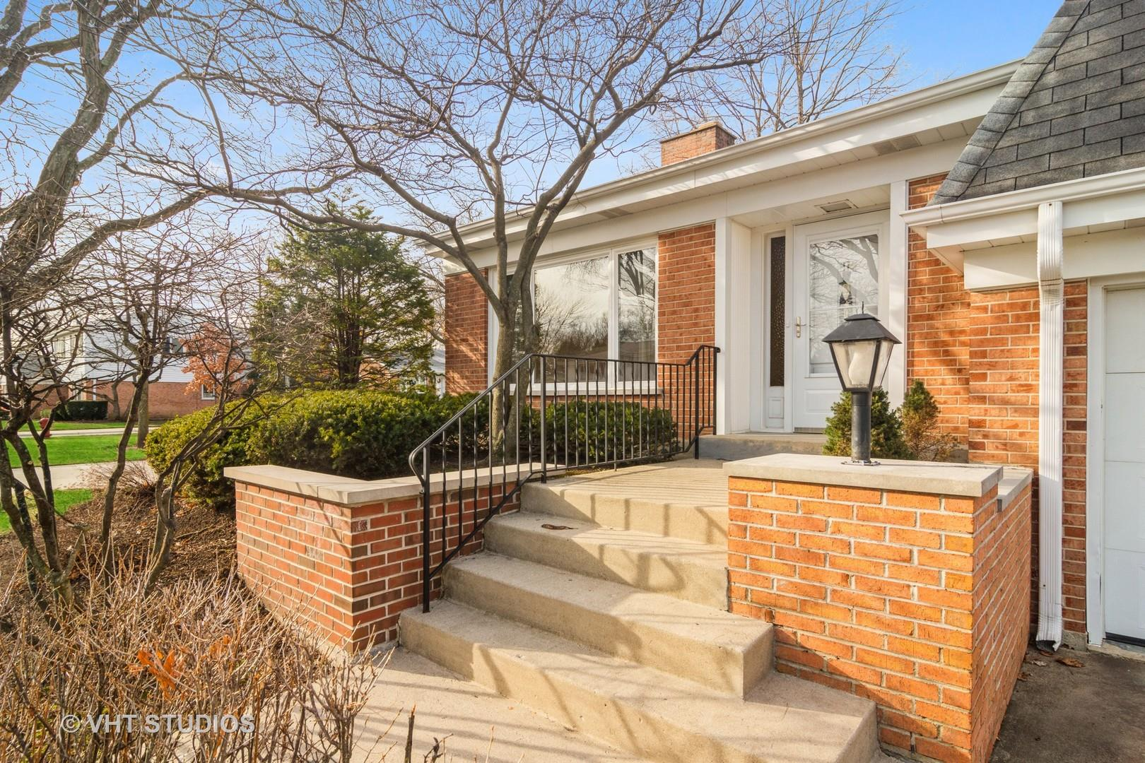 4 N Regency Drive E, Arlington Heights, IL 60004 - #: 10954933