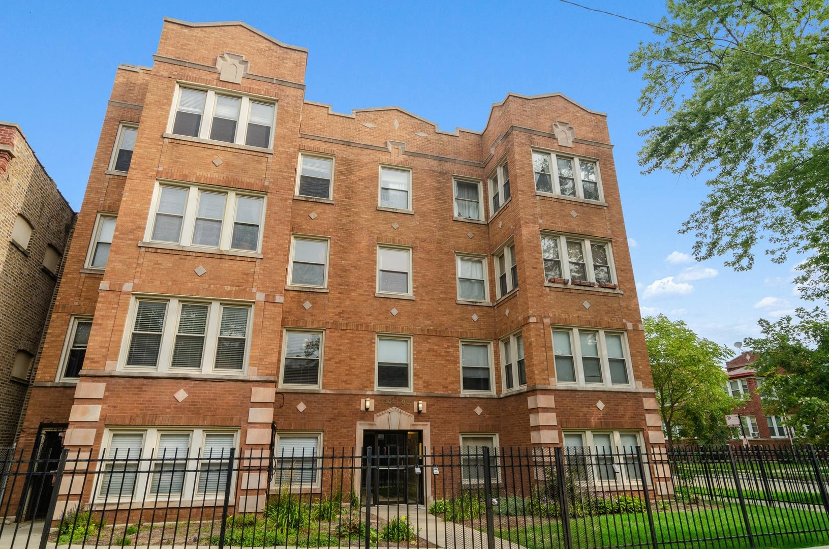 3304 W CULLOM Avenue #1, Chicago, IL 60618 - #: 10850939