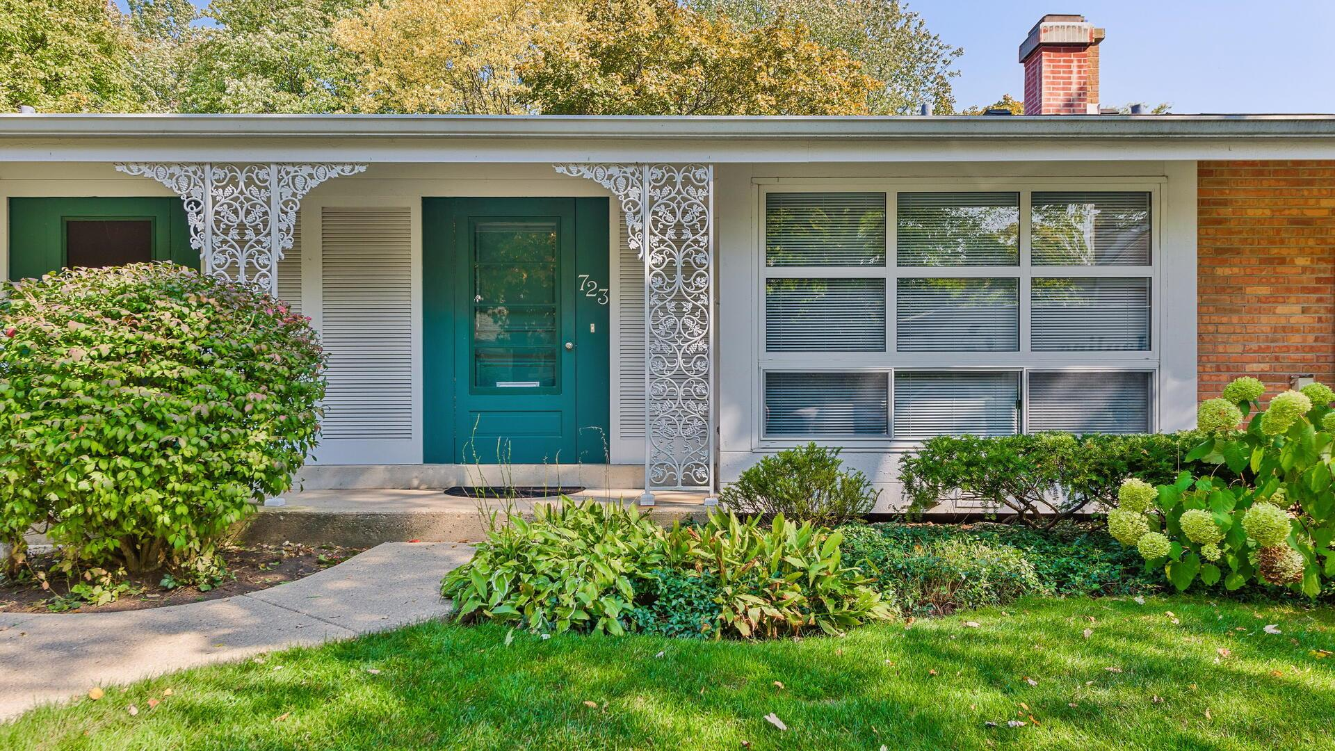723 CARRIAGE HILL Drive, Glenview, IL 60025 - #: 10903965