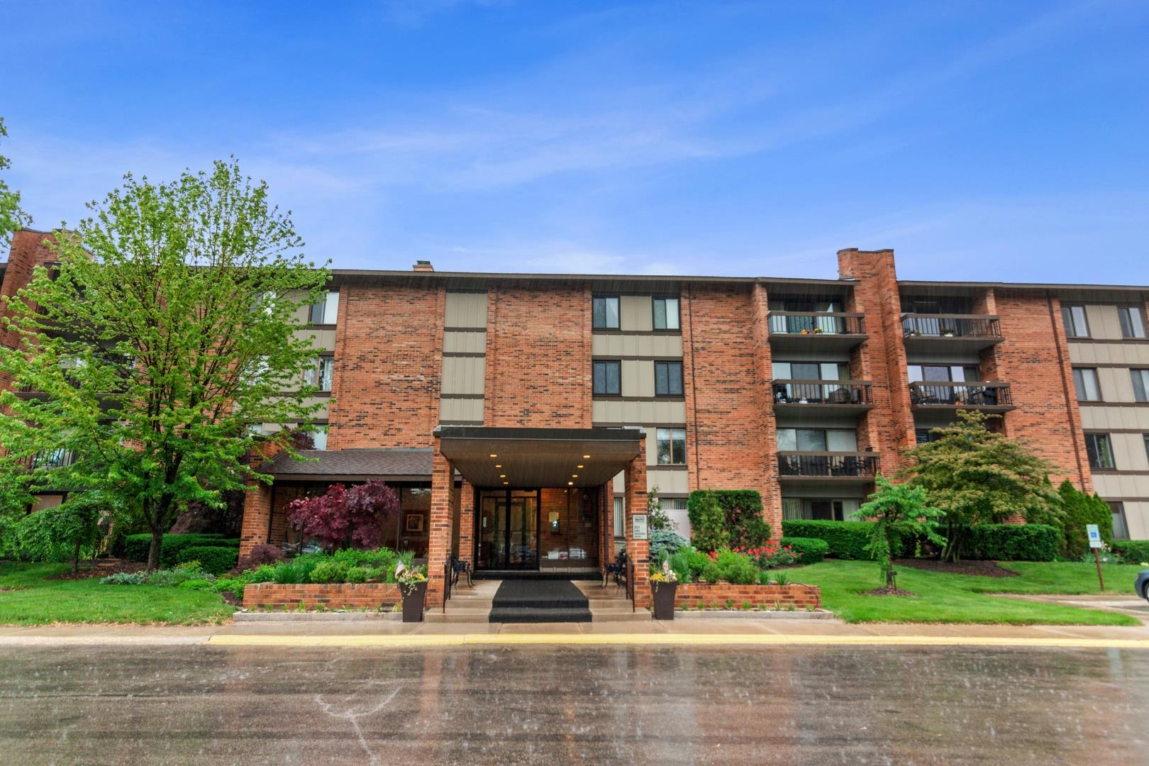201 Lake Hinsdale Drive #108, Willowbrook, IL 60527 - #: 11107966