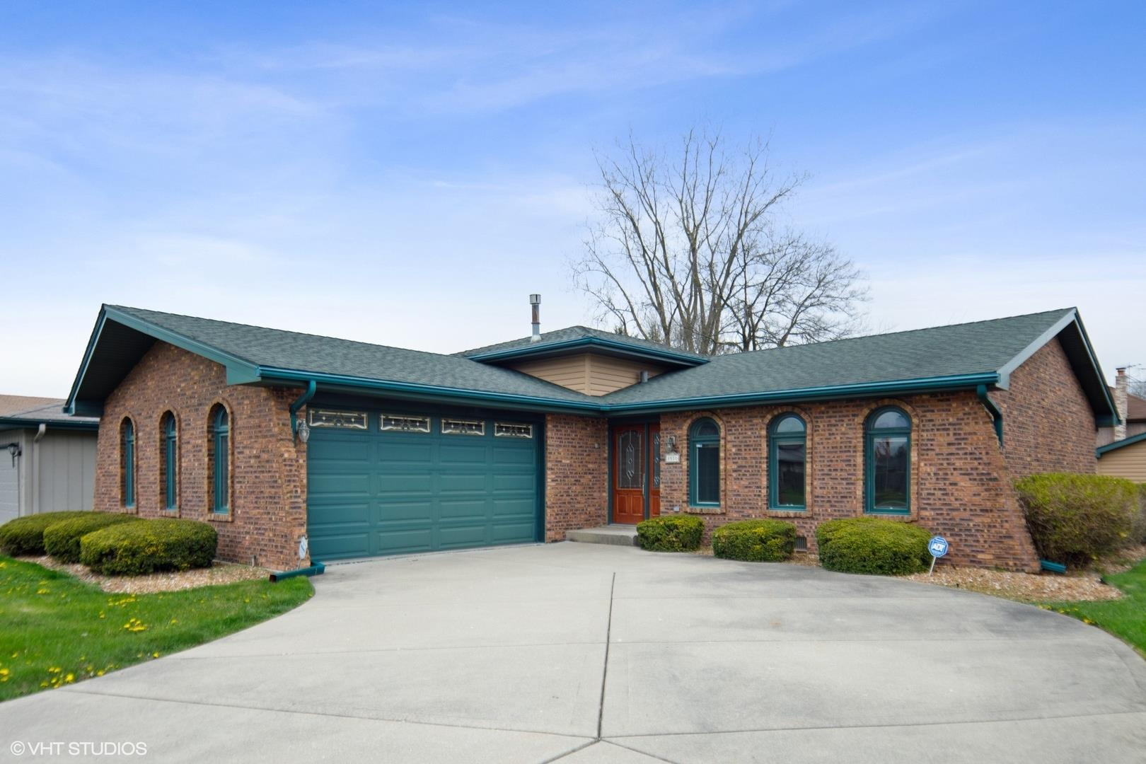 8510 E Candlelight Drive E, Willow Springs, IL 60480 - #: 10700980